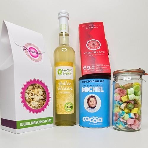 Ostergeschenk Holler Bio Sirup + Michel Trinkschokolade + Bonbons + Schokolade + Popcorn